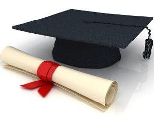 Planejamento para estudo no exterior deve incluir revalidação do diploma do Brasil