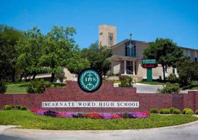 A Incarnate Word High School e a St. Anthony Catholic High School